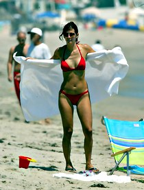 Red bikini images of Courtney Cox